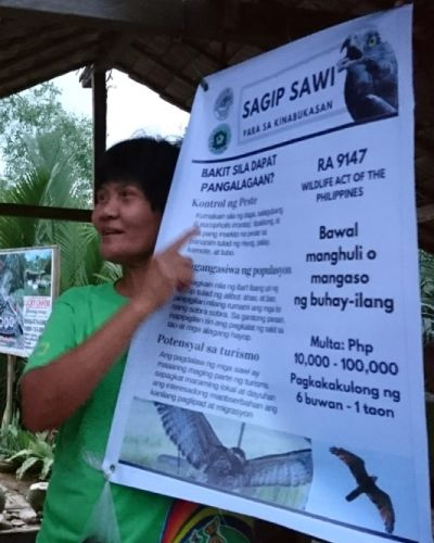 密漁防止を訴えるフィリピンの女性(写真)