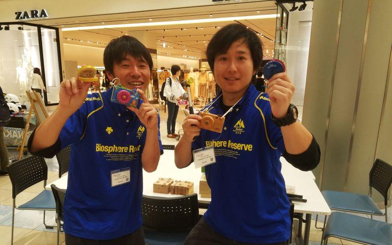 市毛亮さんと山口長士郎さん(写真)