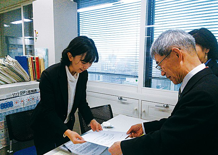 環境省へ環境影響評価制度の実効性強化の要望書を提出(写真)