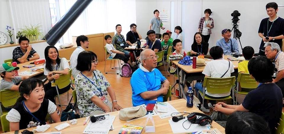 永幡幸司先生の話を聞く参加者(写真)