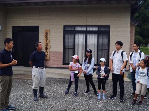 太齋彰浩さんの話を聞く参加者(写真)