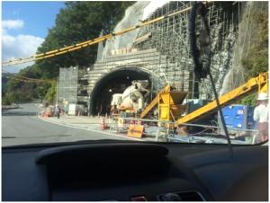 工事中のトンネル入り口写真