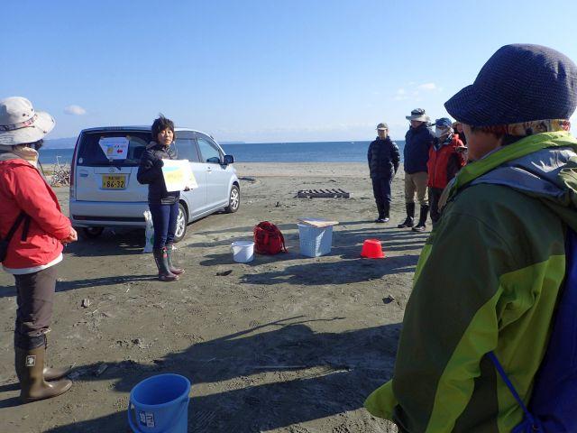 参加者に説明する志村の写真1