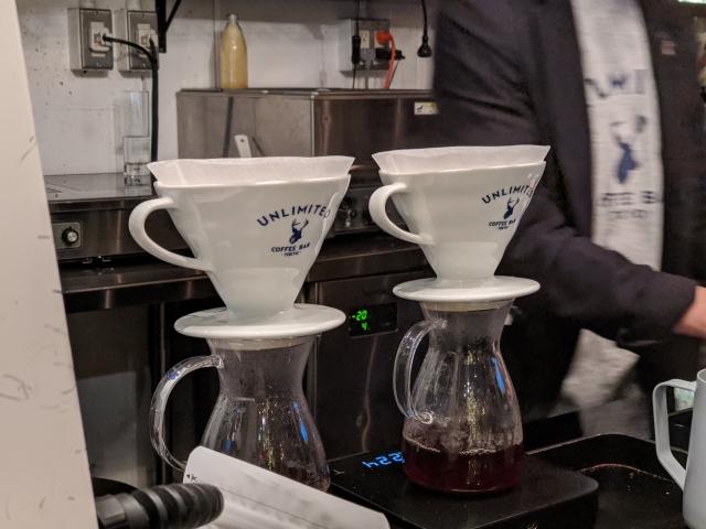 シカがロゴマークのUNLIMITED COFFEE BARさん。丁寧かつ美しいハンドドリップで淹れていただきました。