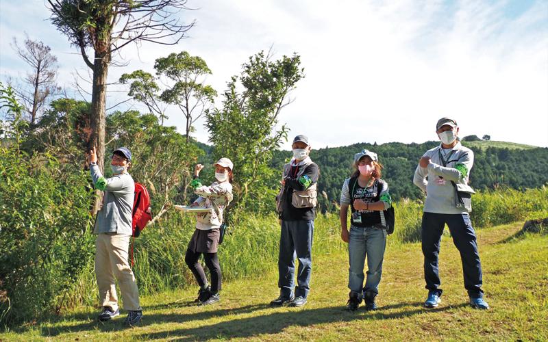 5人の指導員さんが並んでいる写真