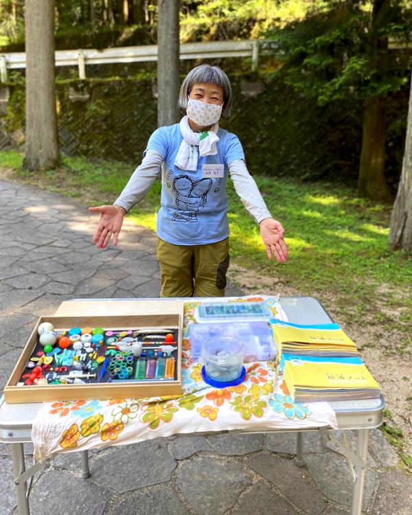 自然観察指導員の木村晃子さんの写真