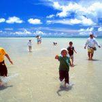 沖縄の綺麗な海辺の写真